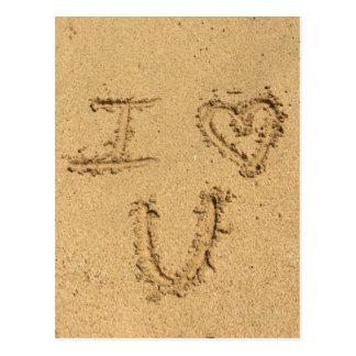 Te amo escrito en arena postal