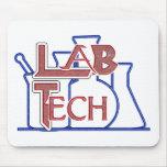 Tecnología del laboratorio con los cubiletes y los tapete de ratón