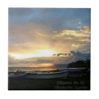 Teja de cerámica de la foto de la salida del sol