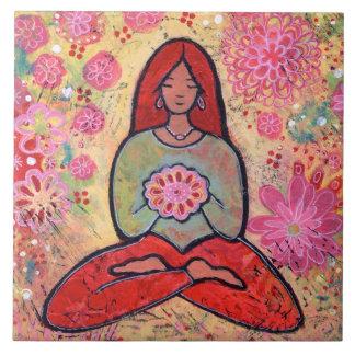 Teja pelirroja del chica de la yoga