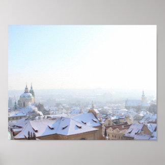 Tejados del invierno de Praga Póster