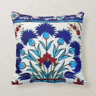 Tejas turcas abstractas florales antiguas del cojín decorativo