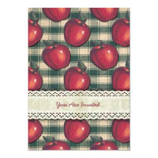 Tela escocesa verde de las manzanas rojas invitaciones personalizada