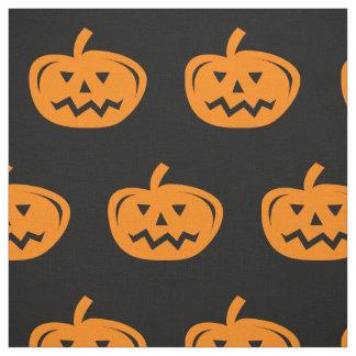 Tela negra de Halloween con las calabazas