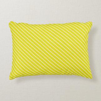 Telas a rayas diagonales - amarillo y blanco de la cojín