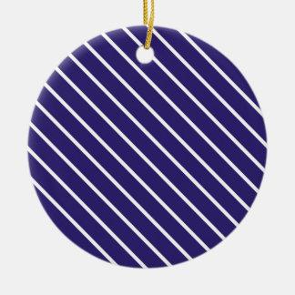 Telas a rayas diagonales - azules marinos y blanco adorno redondo de cerámica