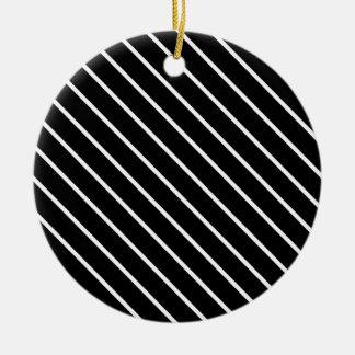Telas a rayas diagonales - blancos y negros adorno redondo de cerámica