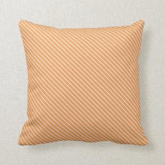 Telas a rayas diagonales - naranja y blanco cojín