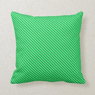Telas a rayas diagonales - verde esmeralda y cojín