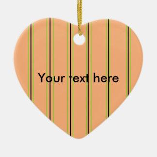 Telas a rayas retras del naranja y del verde en el adorno de cerámica en forma de corazón