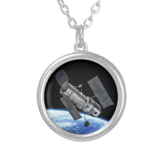 Telescopio espacial de Hubble en foto de la NASA Collar Plateado