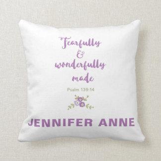 Temeroso personalizada almohada y maravillosamente