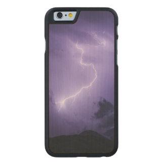 Tempestad de truenos púrpura en la noche funda fina de arce para iPhone 6 de carved