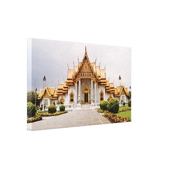 Templo de mármol del oro sobre el león del Khmer Impresión En Lienzo