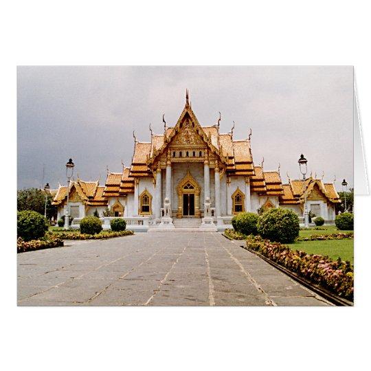 Templo de mármol del oro sobre tarjeta del león