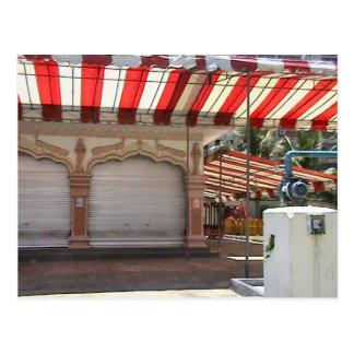 Templo hindú, dentro del patio postal