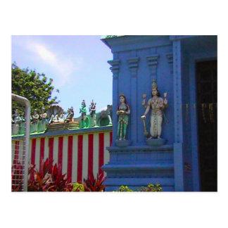 Templo hindú, gopuram adornado y fascade postal