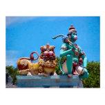 Templo hindú, mono y el león postal