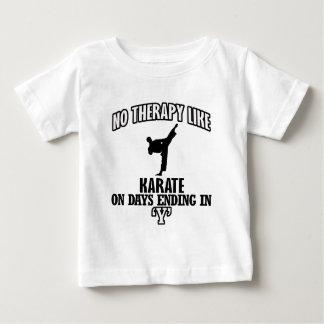 Tender diseños del karate camiseta de bebé