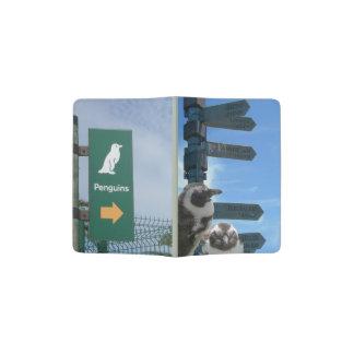 Tenedor surafricano del pasaporte de los pingüinos portapasaportes