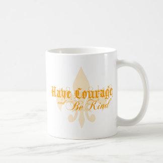 Tenga valor y sea bueno - texto del naranja de la taza básica blanca
