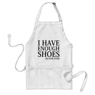 Tengo bastantes zapatos delantal