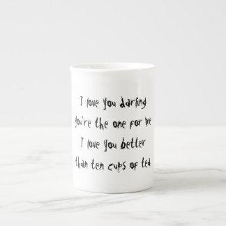 Tengo gusto de beber té…. mucho té taza de porcelana