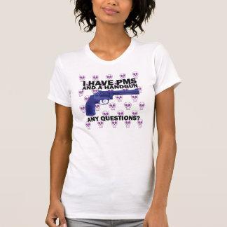 Tengo PMS y una arma de mano Camisetas