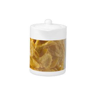 Tetera Vidrio de cereal seco y un vidrio de leche