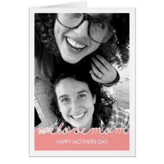 Texto cortado mamá rosada del amor de la foto del tarjeta de felicitación