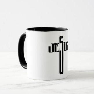 """Texto de """"Jesús"""" en la forma de una taza cruzada"""
