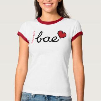 Texto del bebé de Bae y corazón rojo con nombre Camiseta