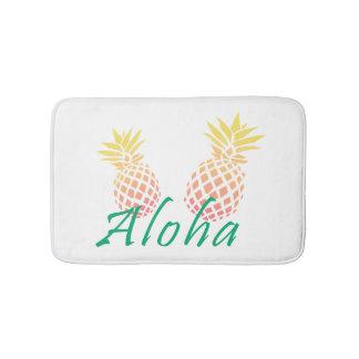 """texto tropical de la """"hawaiana"""" del verano, piña alfombrilla de baño"""