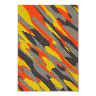 Textura colorida del camuflaje invitación 8,9 x 12,7 cm