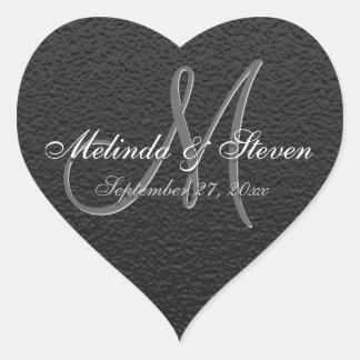 Textura negra con monograma elegante pegatina en forma de corazón