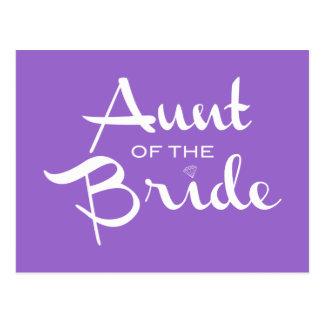 Tía del blanco de la novia en púrpura postal