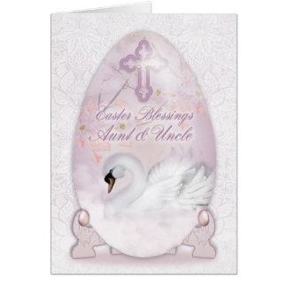 Tía y tío, tarjeta de pascua con el huevo adornado