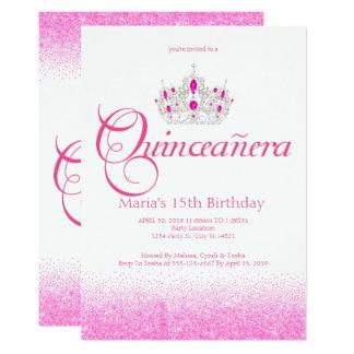 Tiara, corona, invitaciones rosadas de Quinceañera