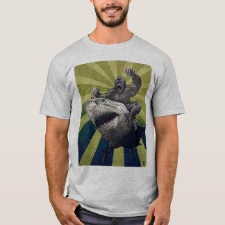 Tiburón del montar a caballo camiseta