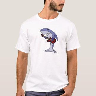 Tiburón divertido que toca la guitarra roja camiseta