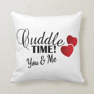 Tiempo de la abrazo para usted y mí cojín decorativo