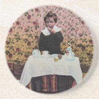 Tiempo del té para un Victorian Little Boy del Posavasos Cerveza