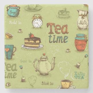 Tiempo del té y del té de la miel en verde posavasos de piedra