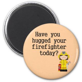Tiene usted abrazado su bombero (de sexo femenino) imanes