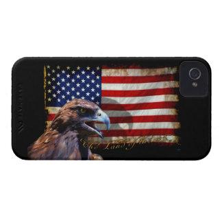 Tierra de la bandera patriótica libre y de Eagle iPhone 4 Carcasas