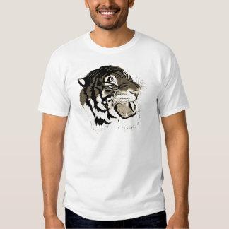 Tigre blanco y negro del rugido camisetas
