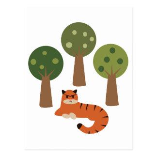 Tigre en árboles postal