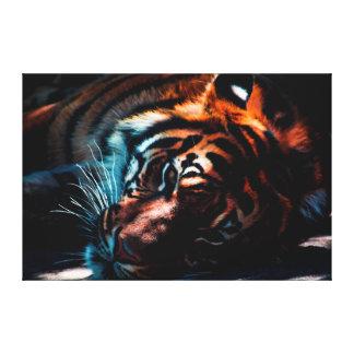 Tigre en la impresión de la lona del descanso
