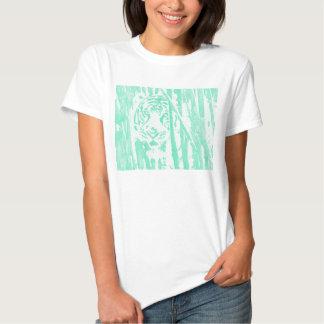 Tigre que oculta en bambú -- Turquesa Camisetas