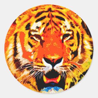 Tigre siberiano anaranjado brillante feroz pegatina redonda